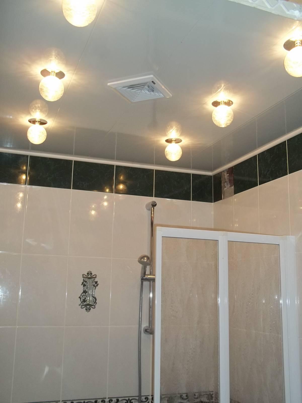 Как сделать потолок из пластика в ванной с 74